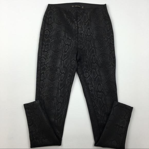 39769fb4ad9873 Zara snake print leggings Sz XSmall. M_5b9555bb8869f7744bb41857